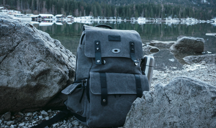 An image of a backpack in an outdoor space among some rocks.